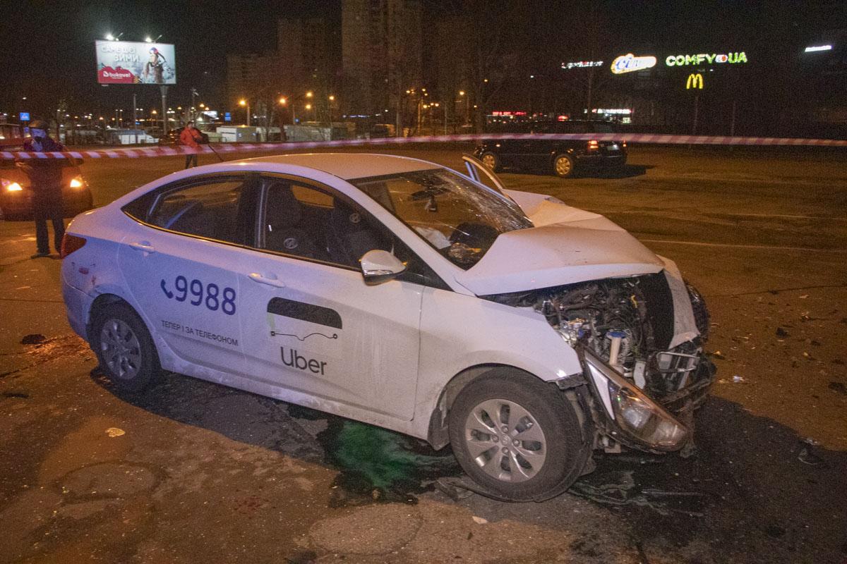 Hyundai службы такси Uber протаранил Dacia