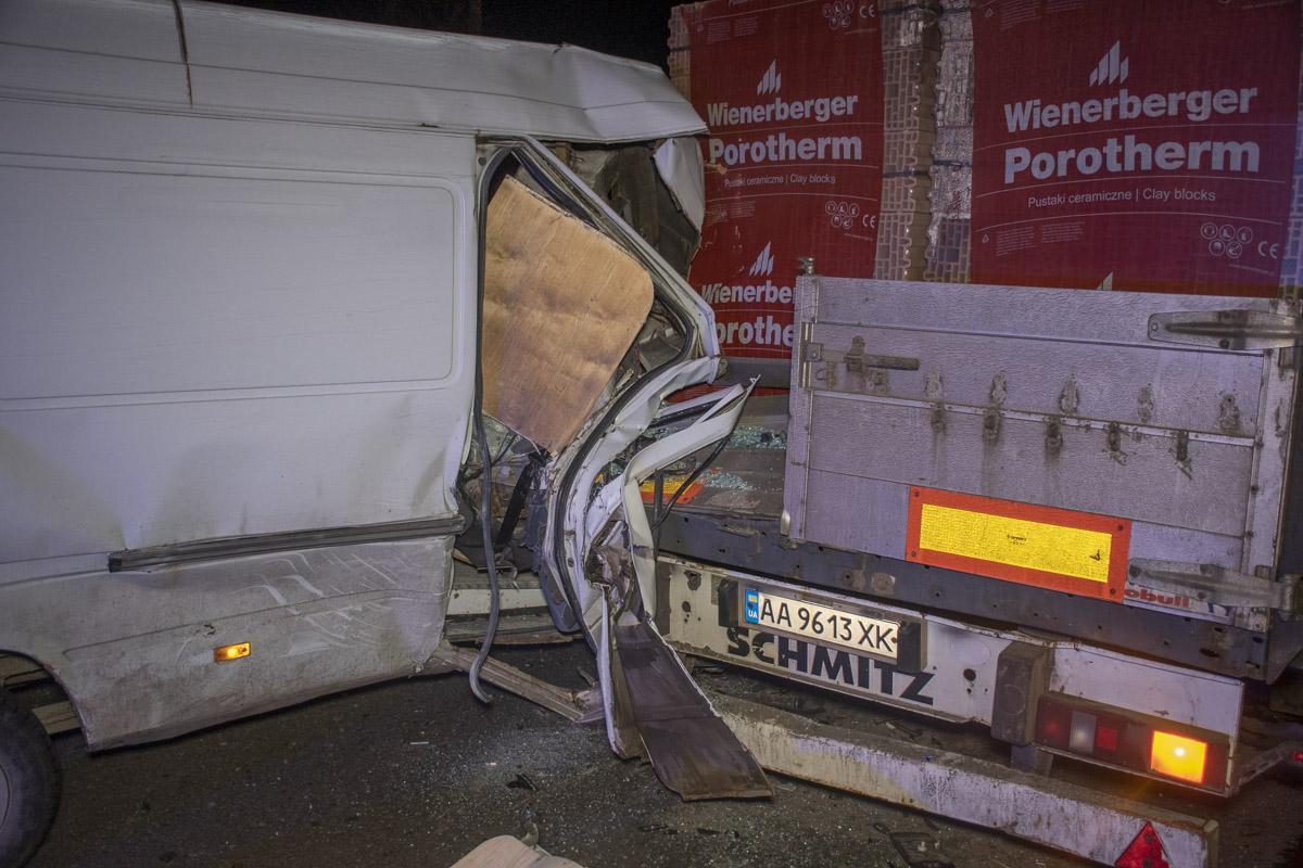 В результате пострадал водитель