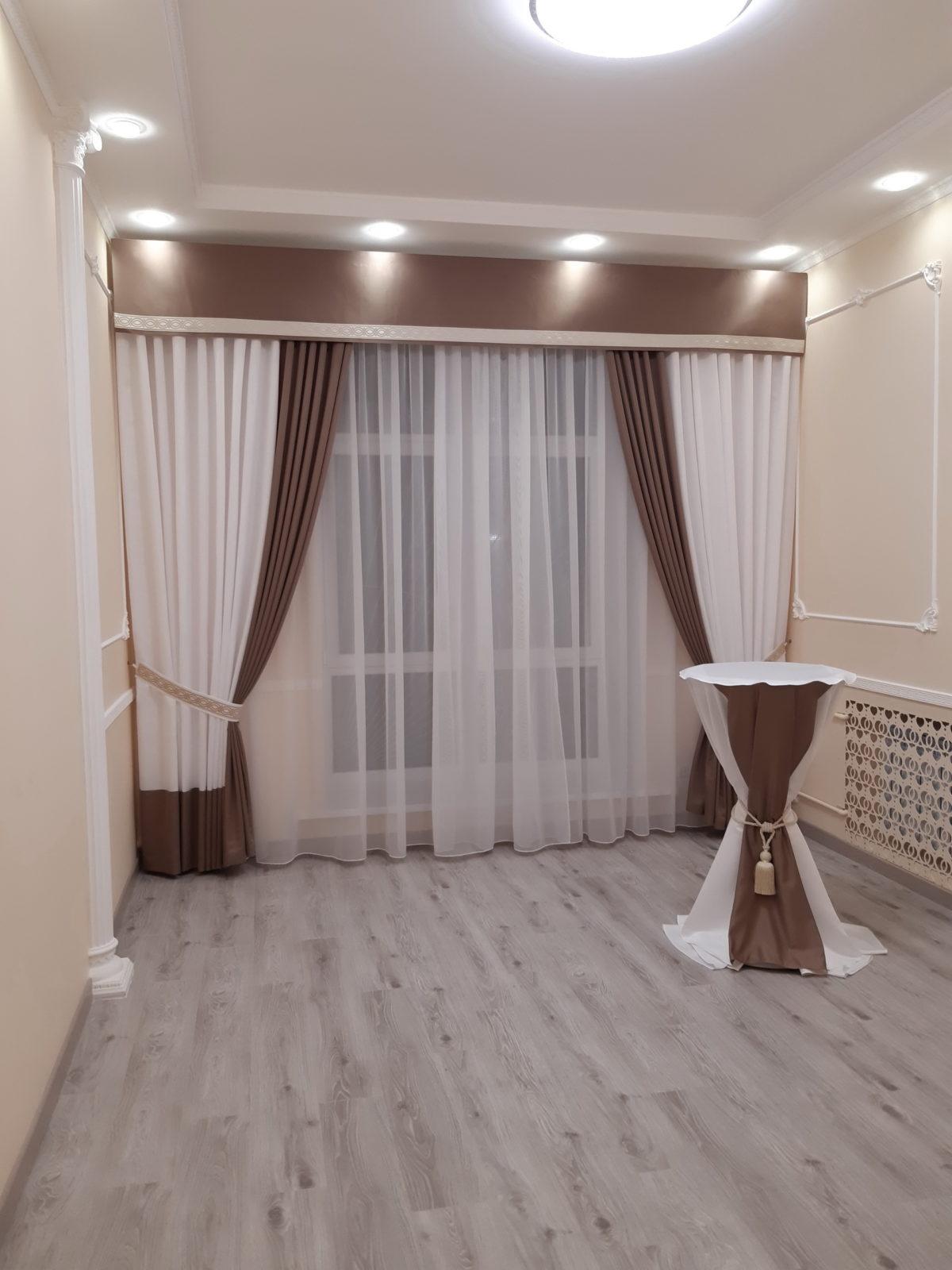 А это зал для регистраций в Голосеевском районе - выглядит скромно и камерно