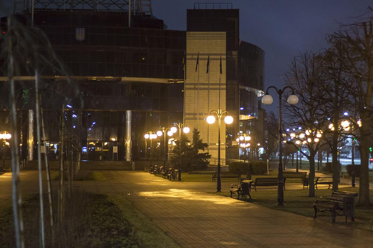В районе Севастопольской площади на улице расположен уютный скверик и Соломенская РГА