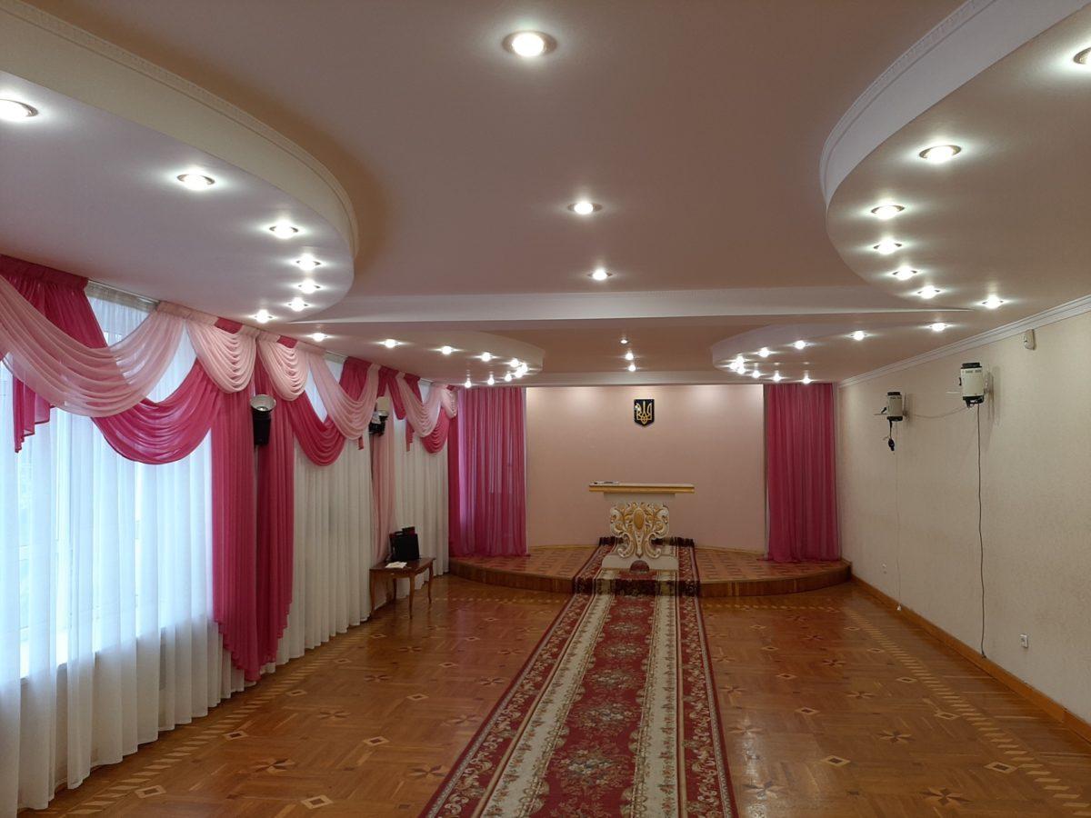 Оболонский зал для бракосочетаний - просто, но со вкусом