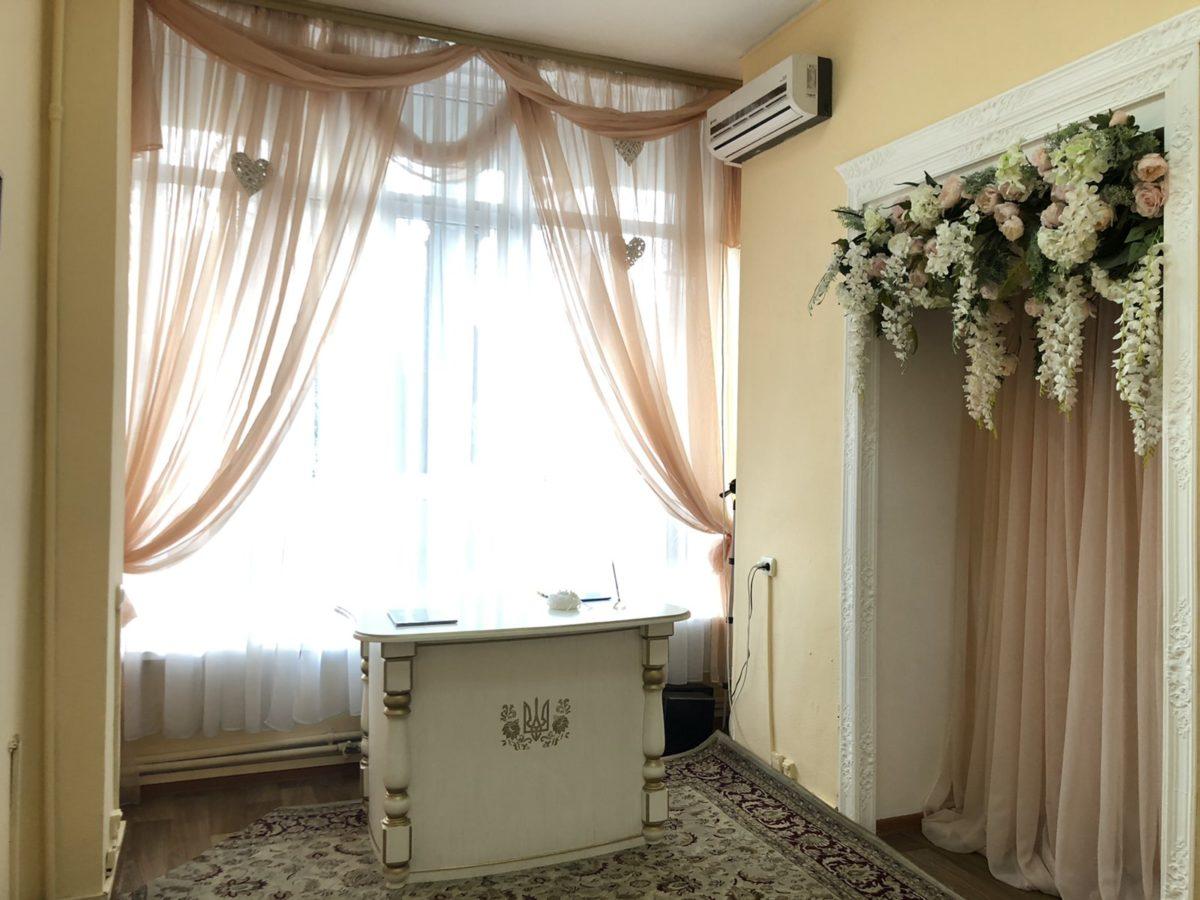 Зал в Подольском районе также выглядит неброско и уютно