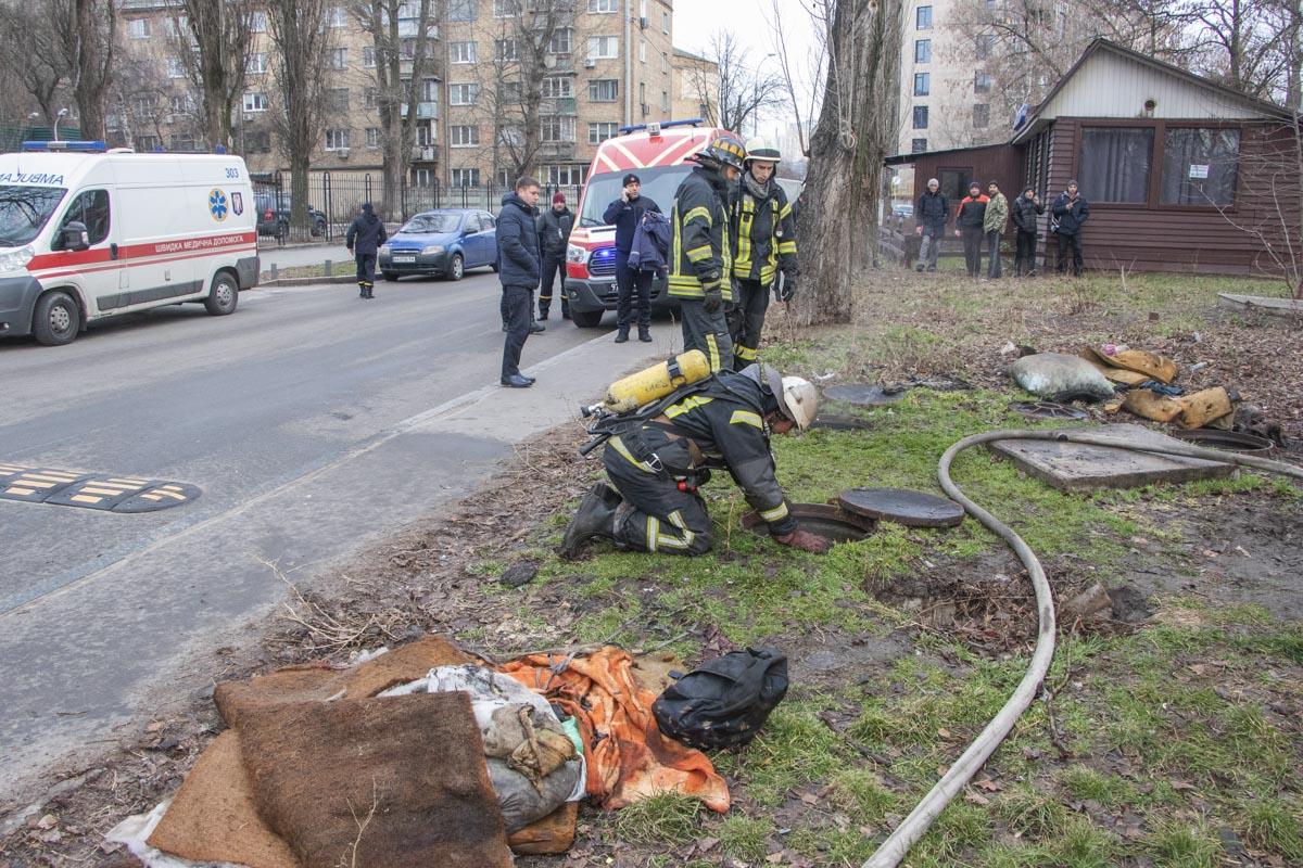 Ранним утром 25 февраля в Киеве возле дома по адресу улица Набережно-Корчеватская, 56/66 произошел пожар