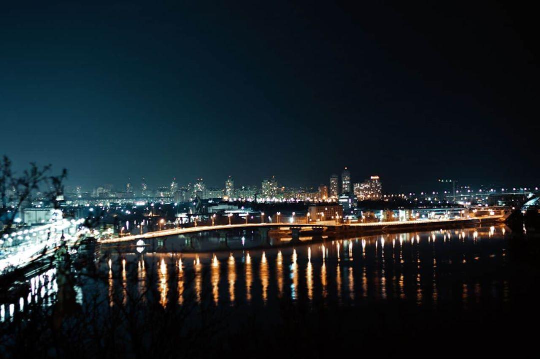 Завершаем подборку также, как и начинали - с ночного Киева. Фото - @kemosade_