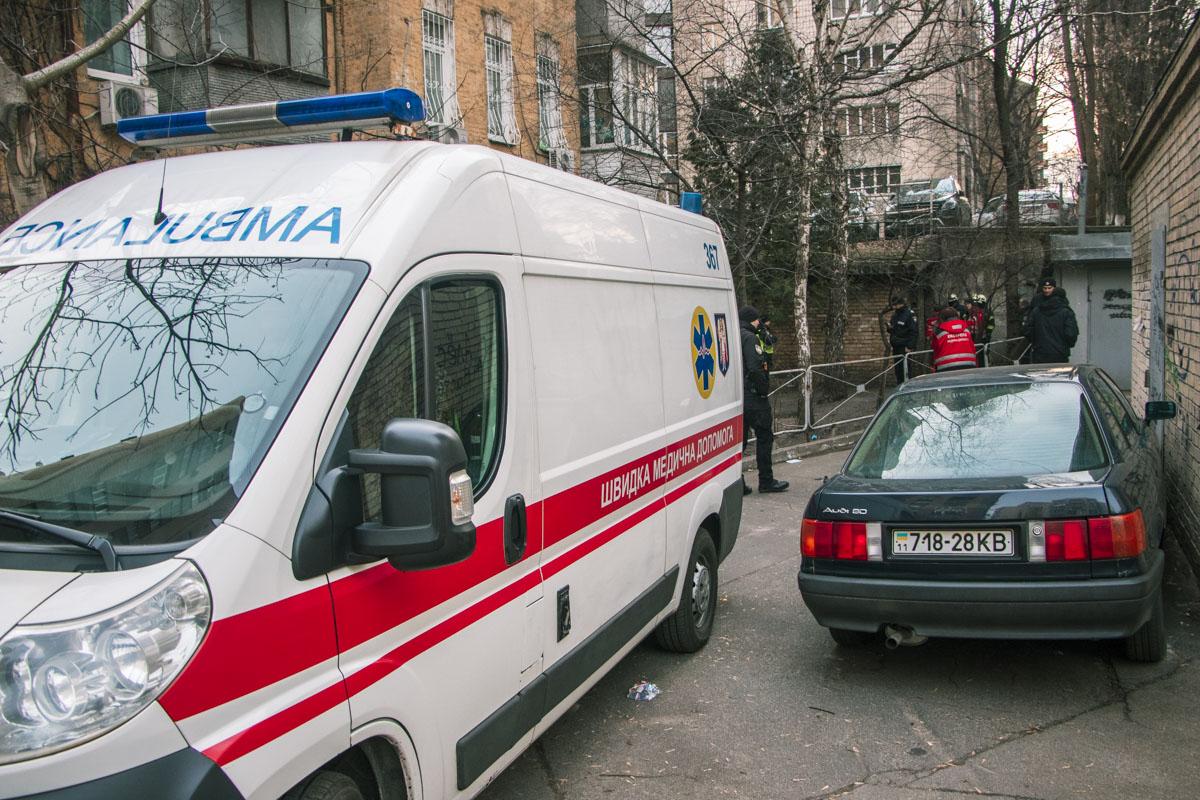 В бойлерной дома обнаружили двух мужчин, не подающих признаков жизни