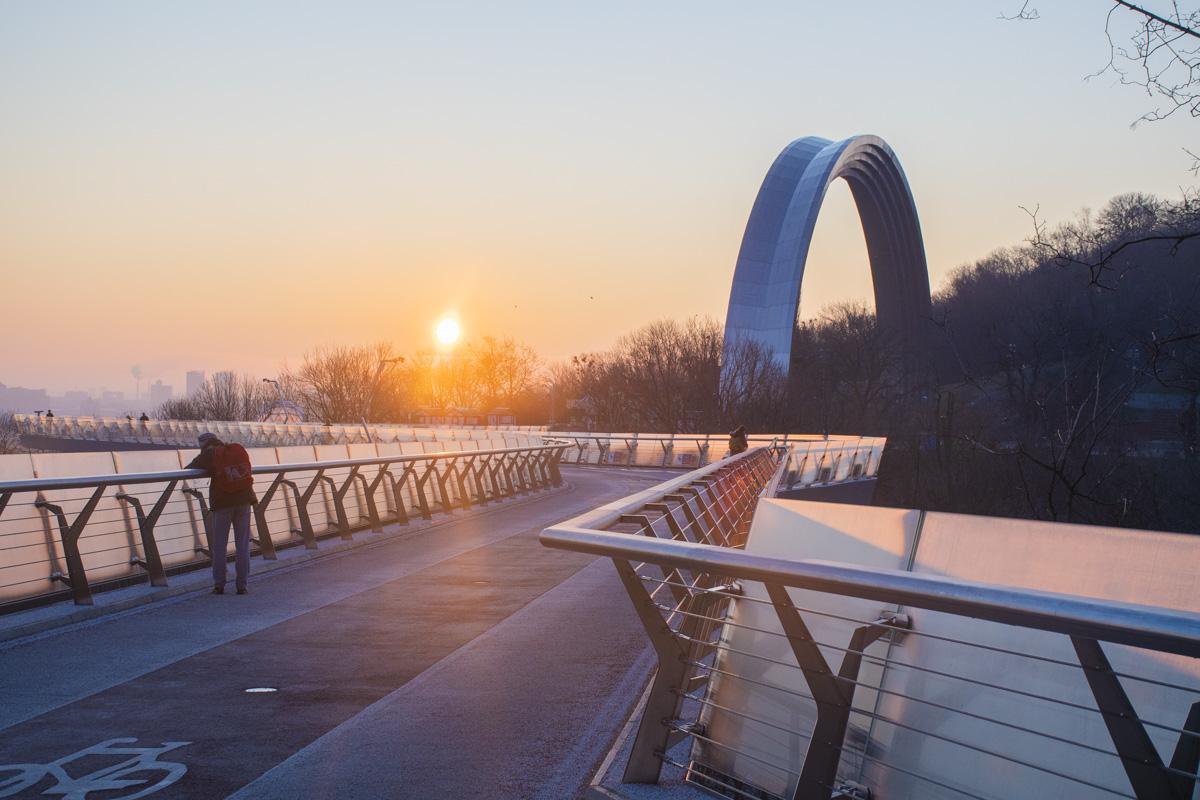 Хотите красоты - приходите к мосту встречать рассвет