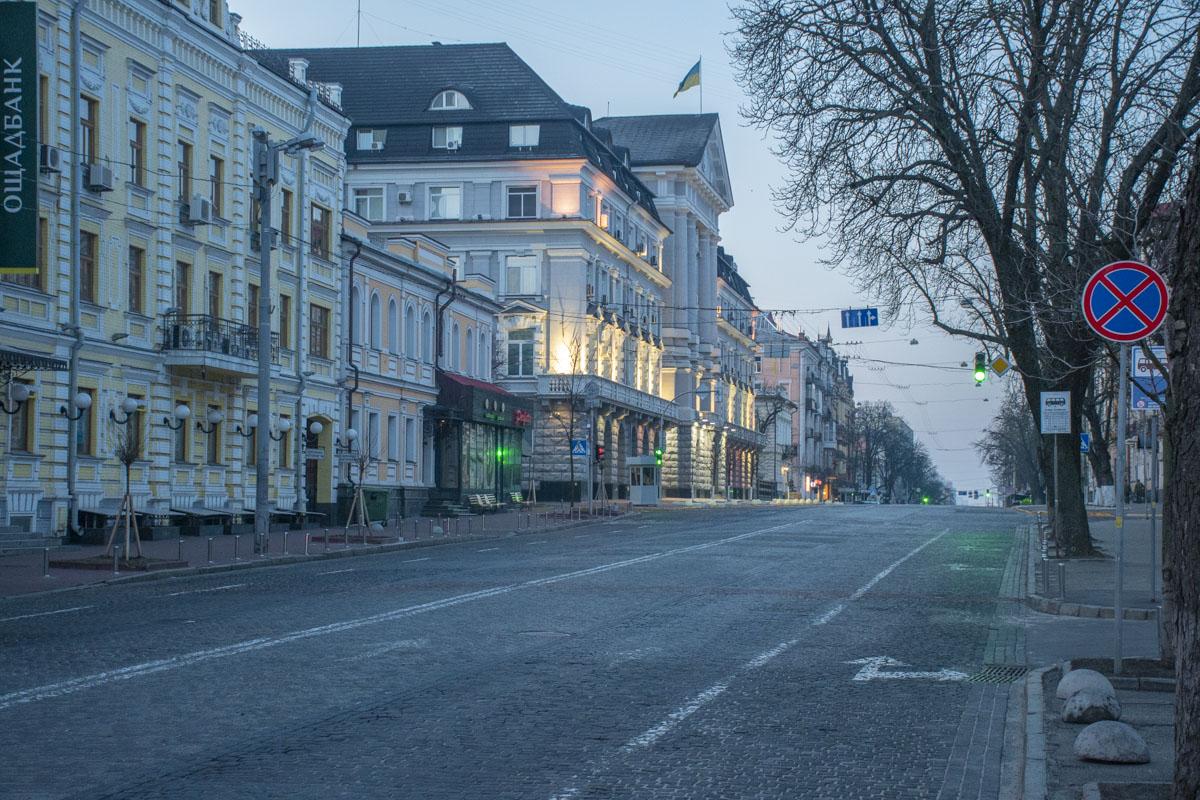 7 утра, а на улицах ни души