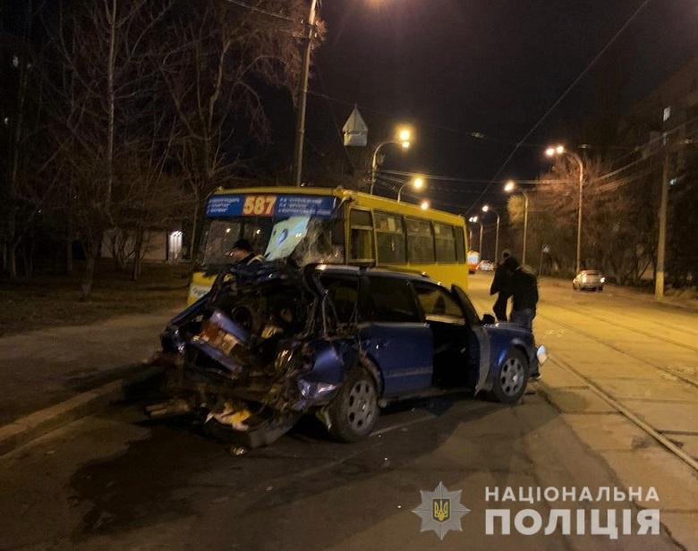 Audi врезался в автобус