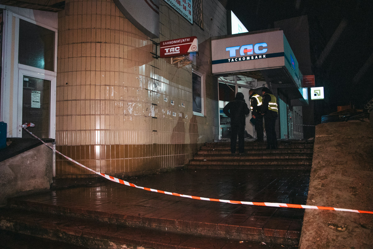 В ночь на 24 февраля в Киеве по адресу проспект Владимира Маяковского, 26 прогремел взрыв