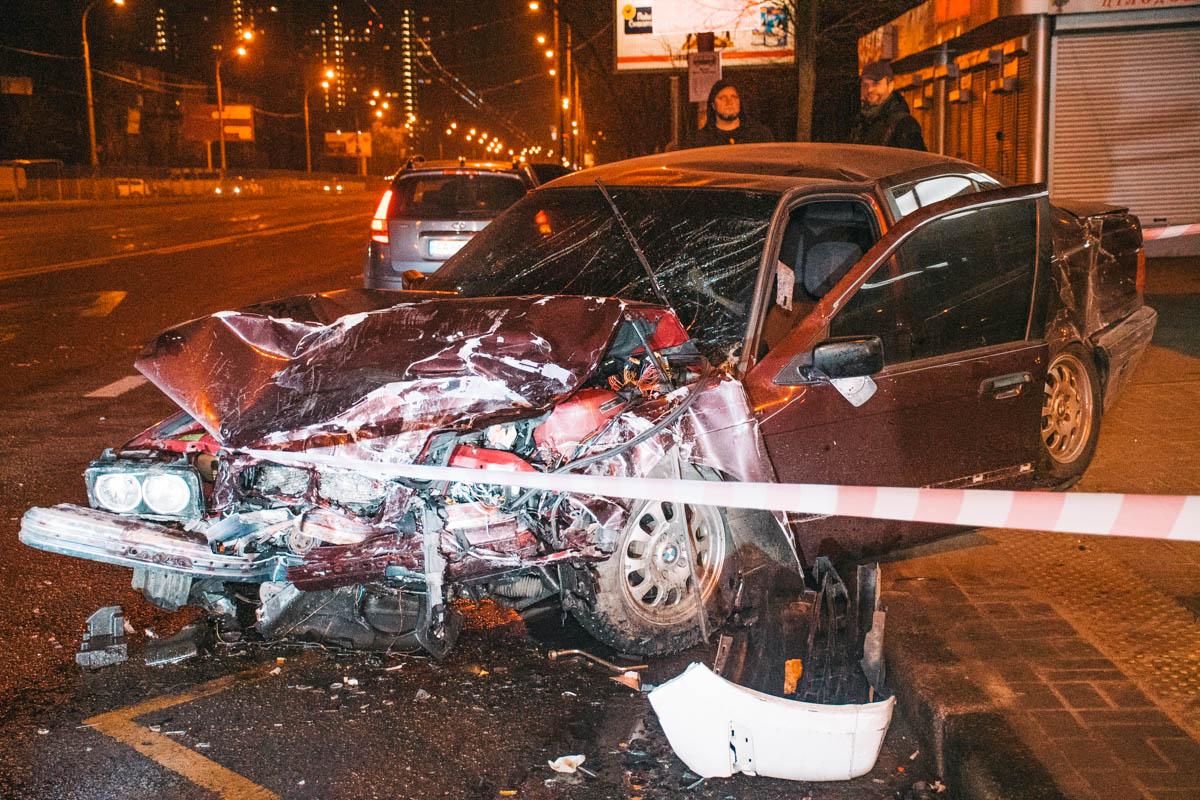 По словам свидетелей ДТП,BMW ехал по бульвару Перова по направлению в сторону Дарницы