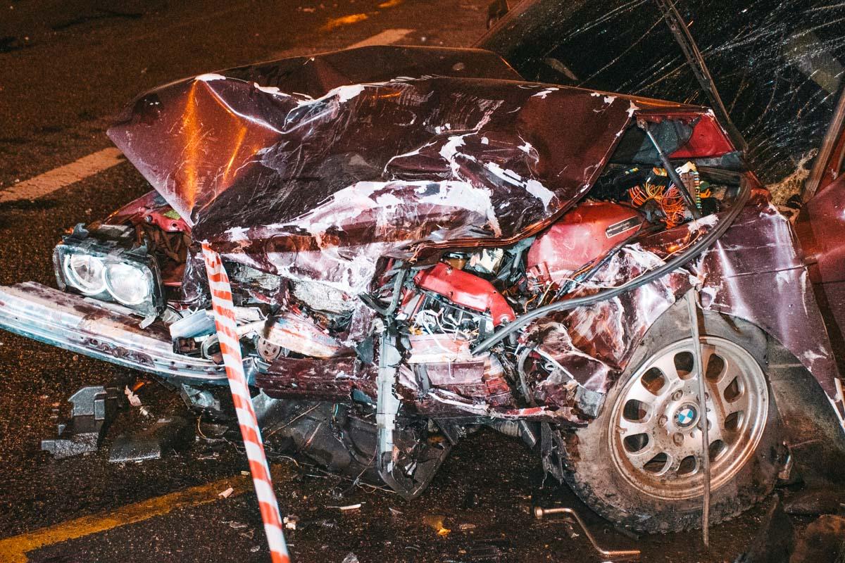 В субботу, 22 февраля, в Киеве на перекрестке Петра Запорожца и Перова произошла серьезная авария с участием двух автомобилей