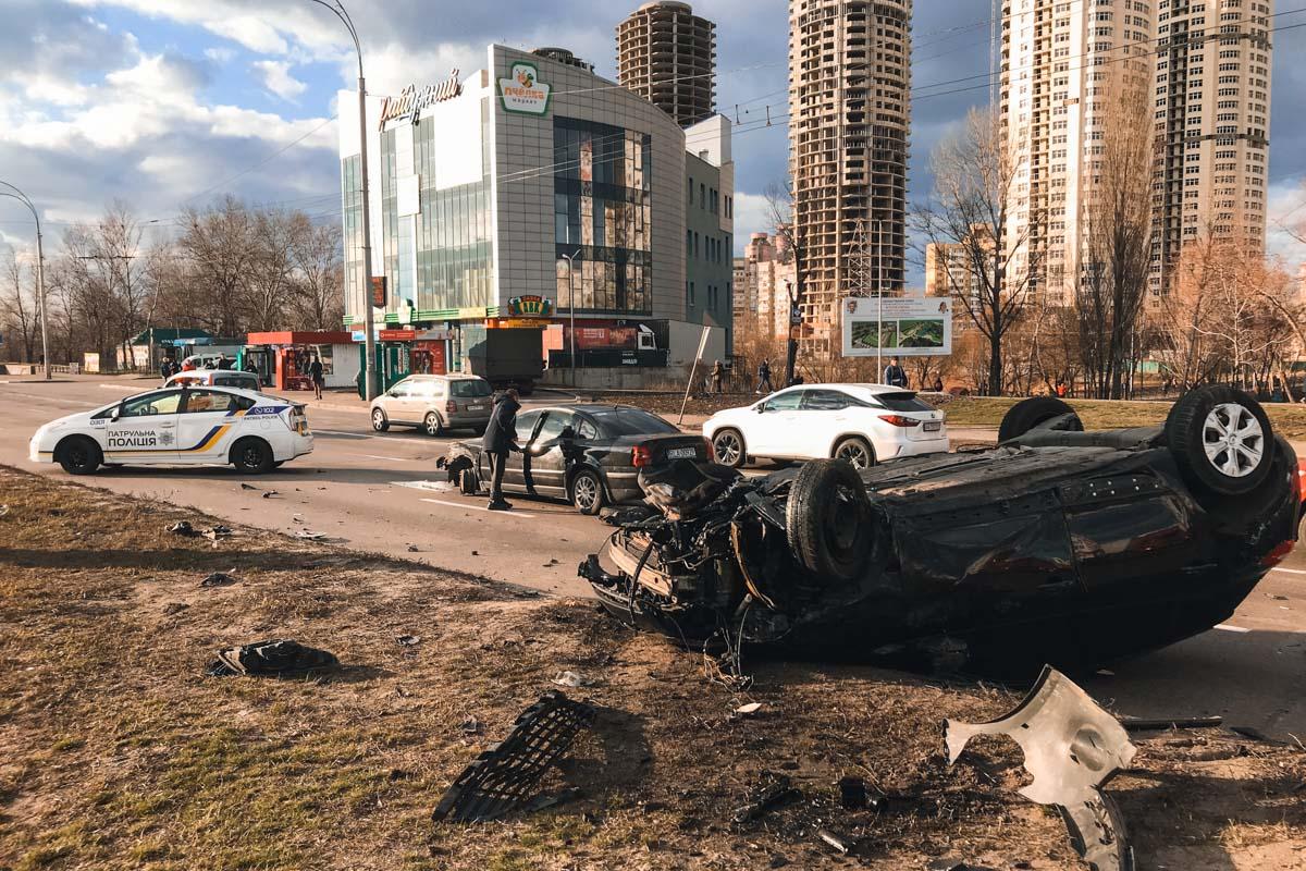 В результате аварии пострадали двое мужчин