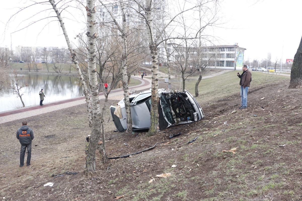 Водителя авто госпитализировали в больницу с травмой шеи
