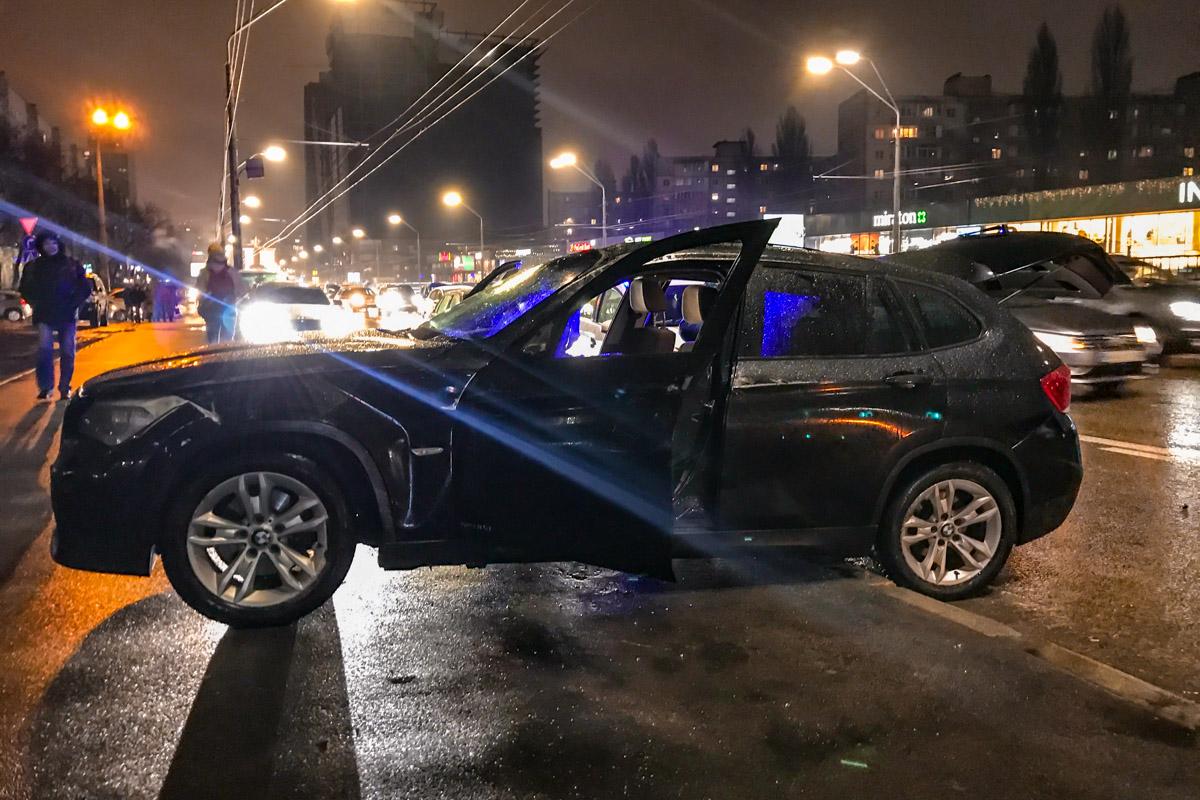 11 февраля в Киеве по адресу проспект Победы, 22 произошло ДТП с опрокидыванием