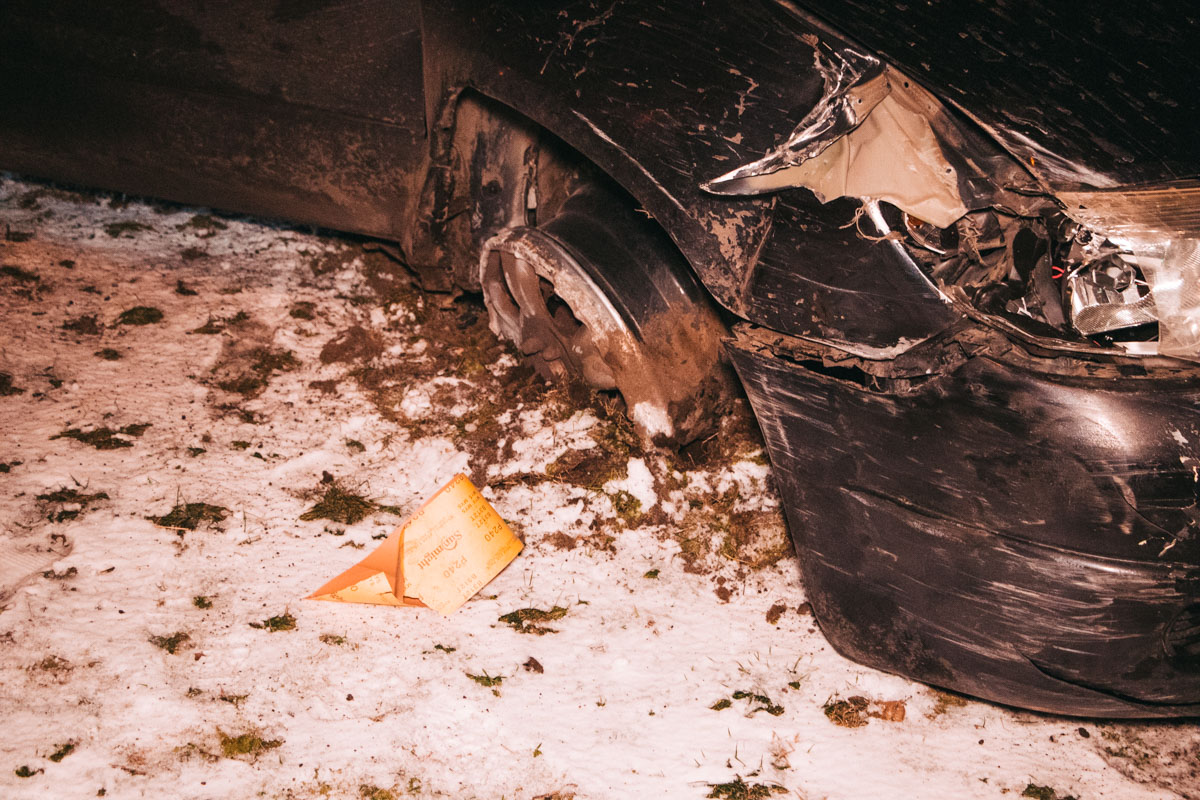 Для задержания патрульные применили табельное оружие, прострелив колесо Subaru