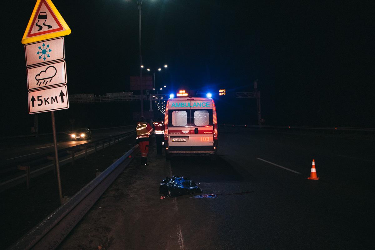 На выезде из Киева, вначале Бориспольского шоссе, произошло смертельное ДТП с участием перехода
