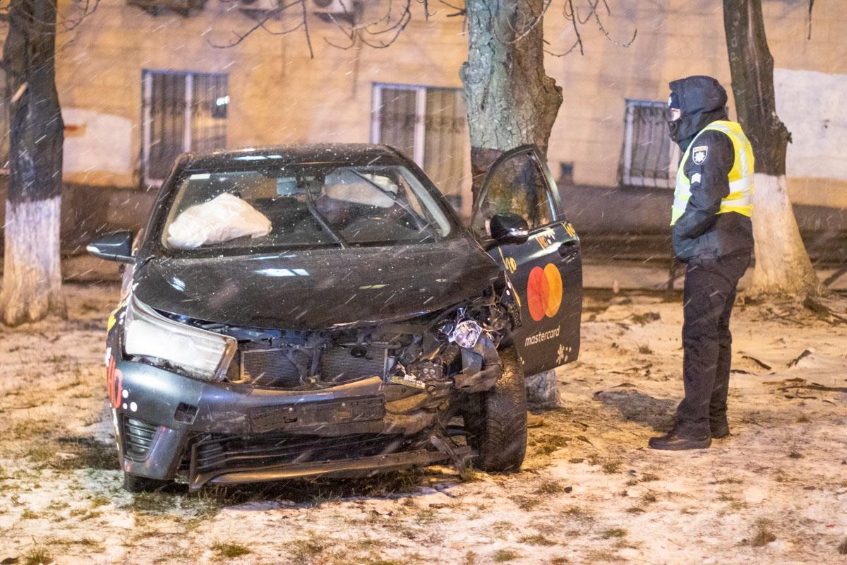 В четверг, 6 февраля, в Киеве на Печерске произошла авария с участием двух автомобилей