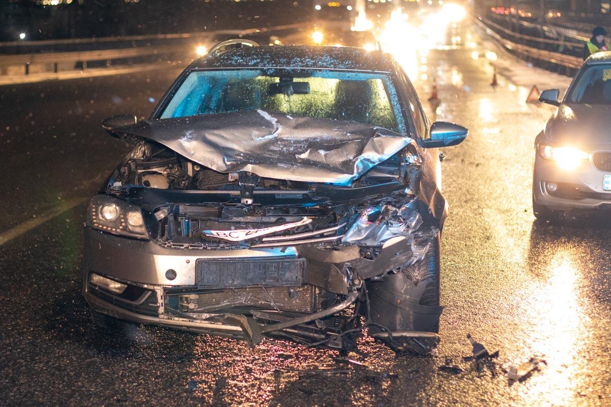 Другие автомобили также получили механические повреждения