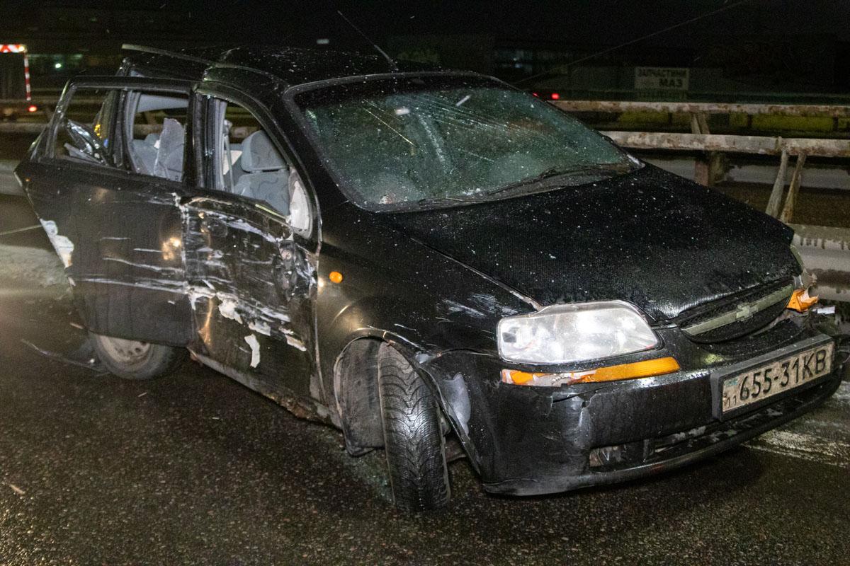 В четверг, 6 февраля, в Киеве на Южном мосту по направлению в сторону правого берега произошла серьезная авария
