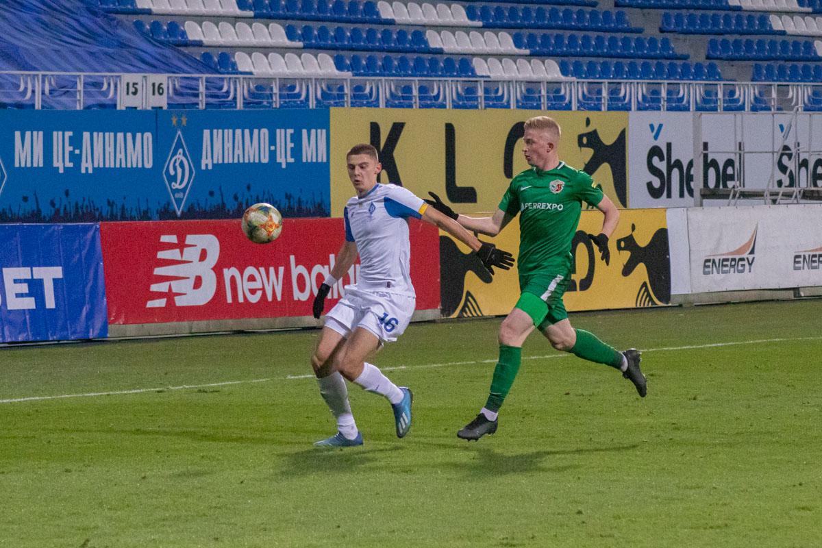 Виталий Миколенко традиционно сыграл сильно на левом фланге защиты