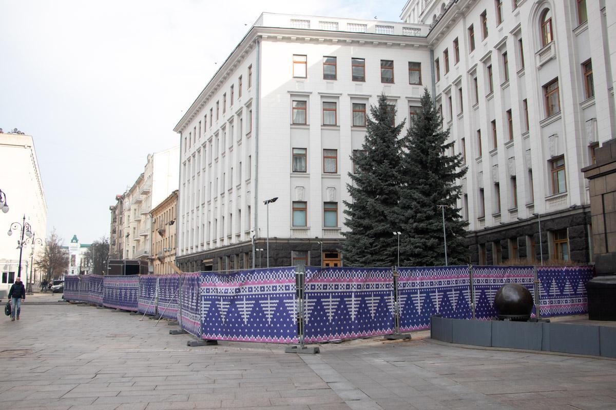 В Киеве возле Офиса президента, который находится по адресу улица Банковая, 11, закрыли бесплатный каток