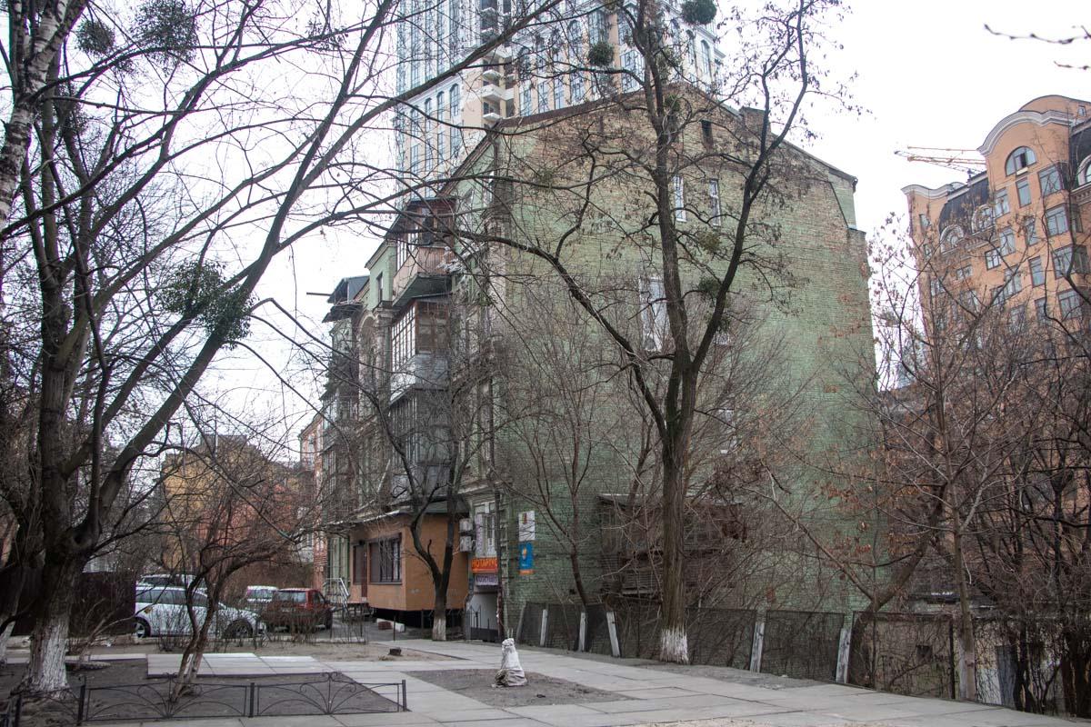 За последний год строительство дополнительных помещений на крышах старинных зданий стало мейнстримом