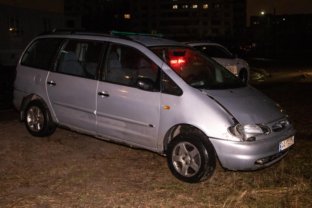 Водитель сбежал с места ДТП. Автомобиль нашли во дворах неподалеку