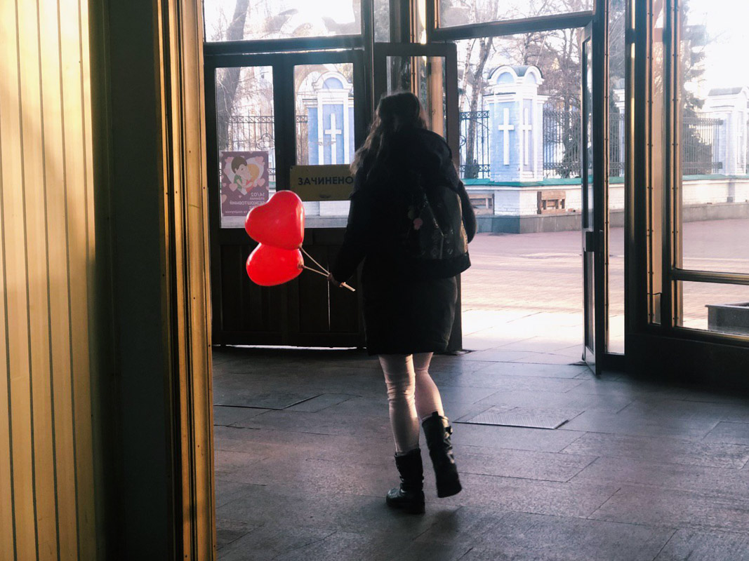 На один час киевский фуникулер стал транспортом любви и приятных эмоций