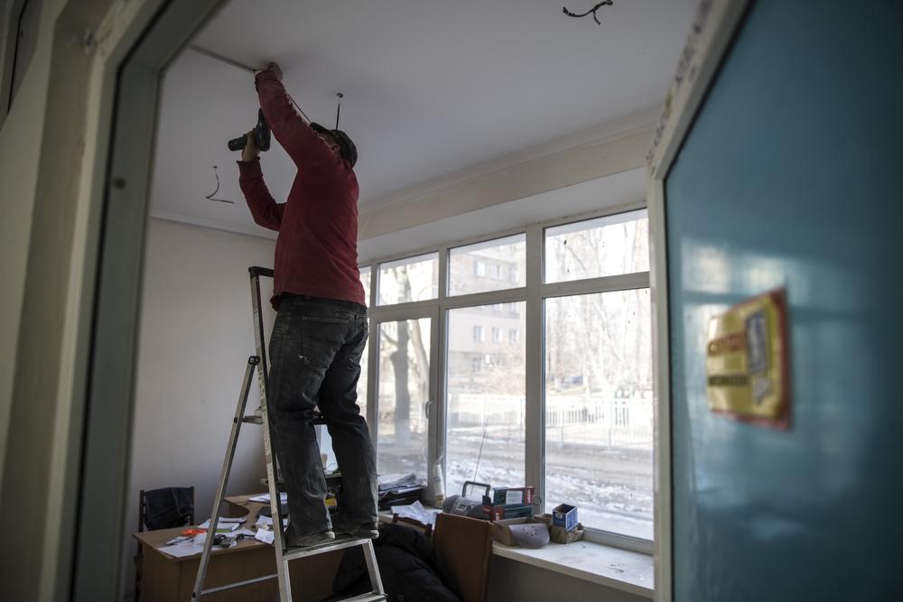 В данный момент рабочие занимаются внутренними помещениями