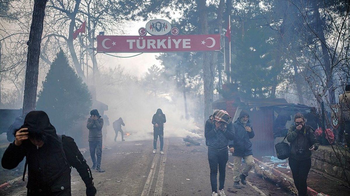 В Греции полиция разогнала мигрантов слезоточивым газом