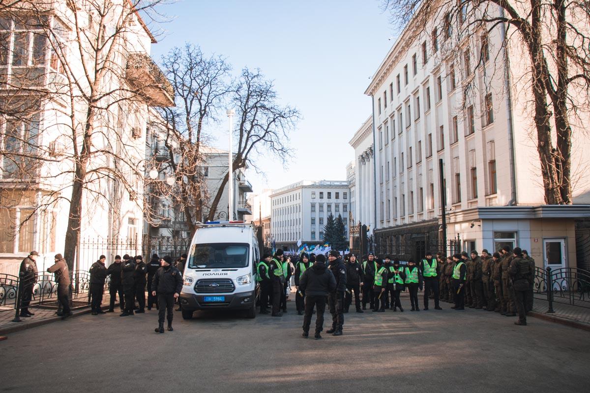 На месте дежурили правоохранители, но все прошло мирно