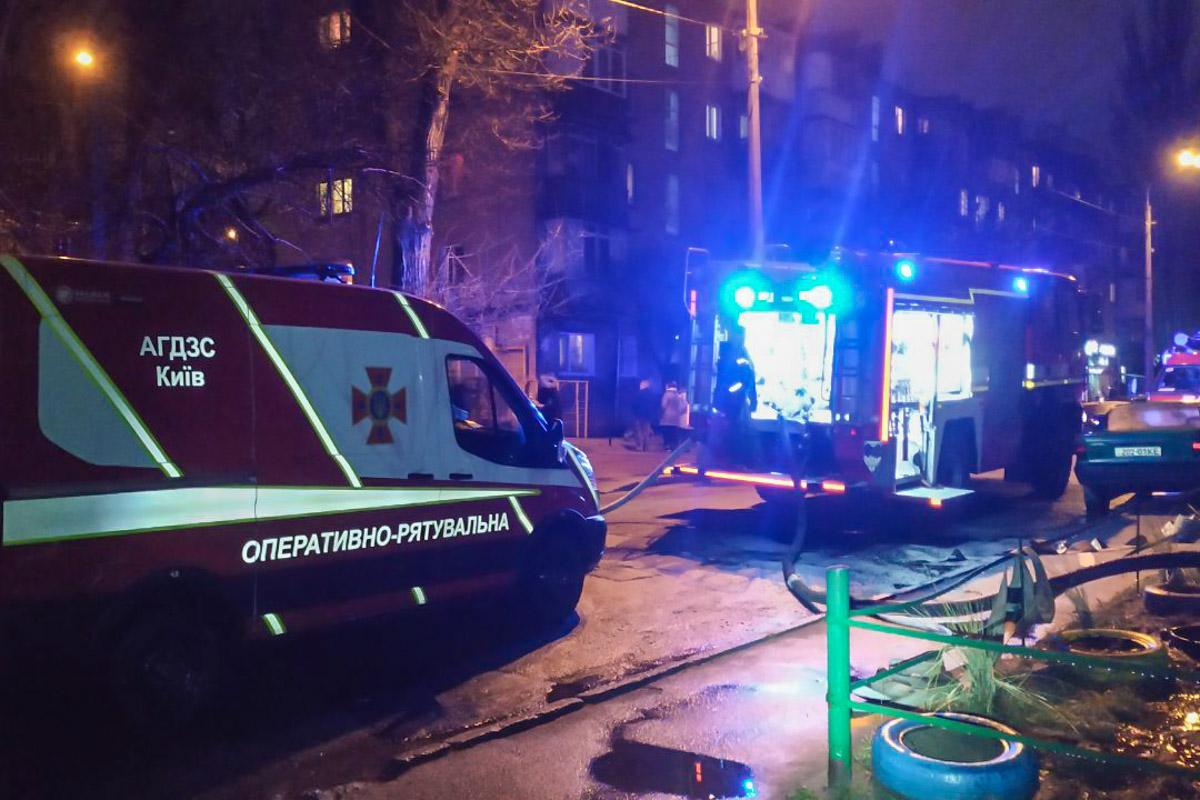В Голосеевском районе Киева по адресу улица улица Кустанайская, 14а произошел пожар