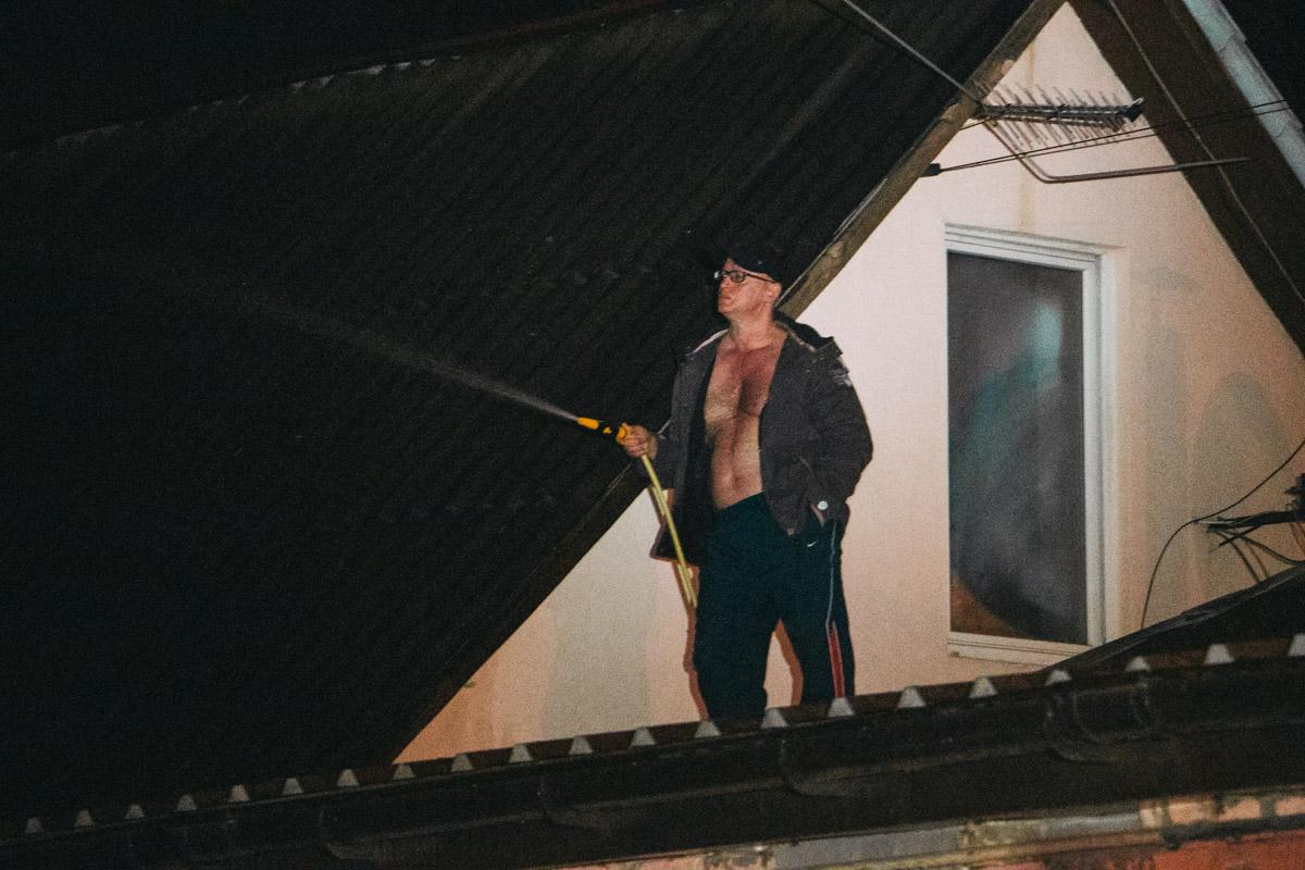 Со стихией боролись и соседи