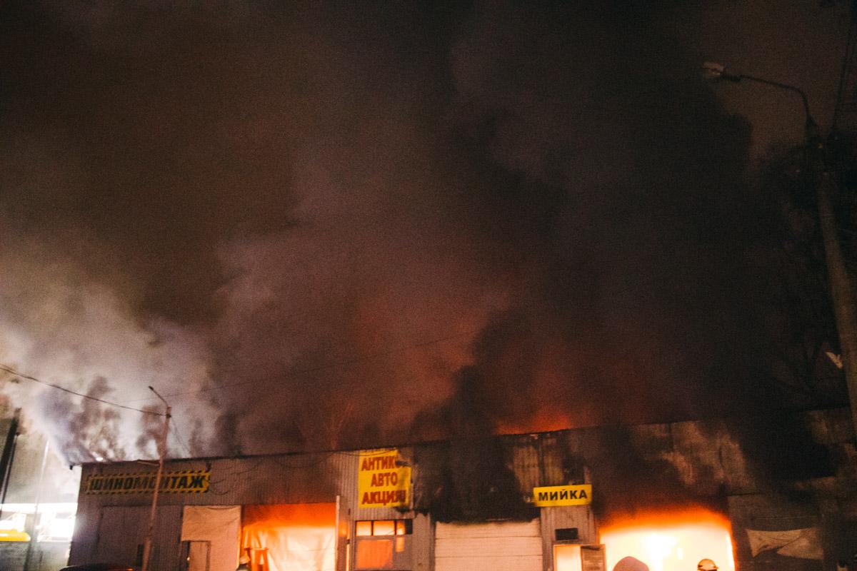 Лишь к 04:19 пожар удалось полностью потушить