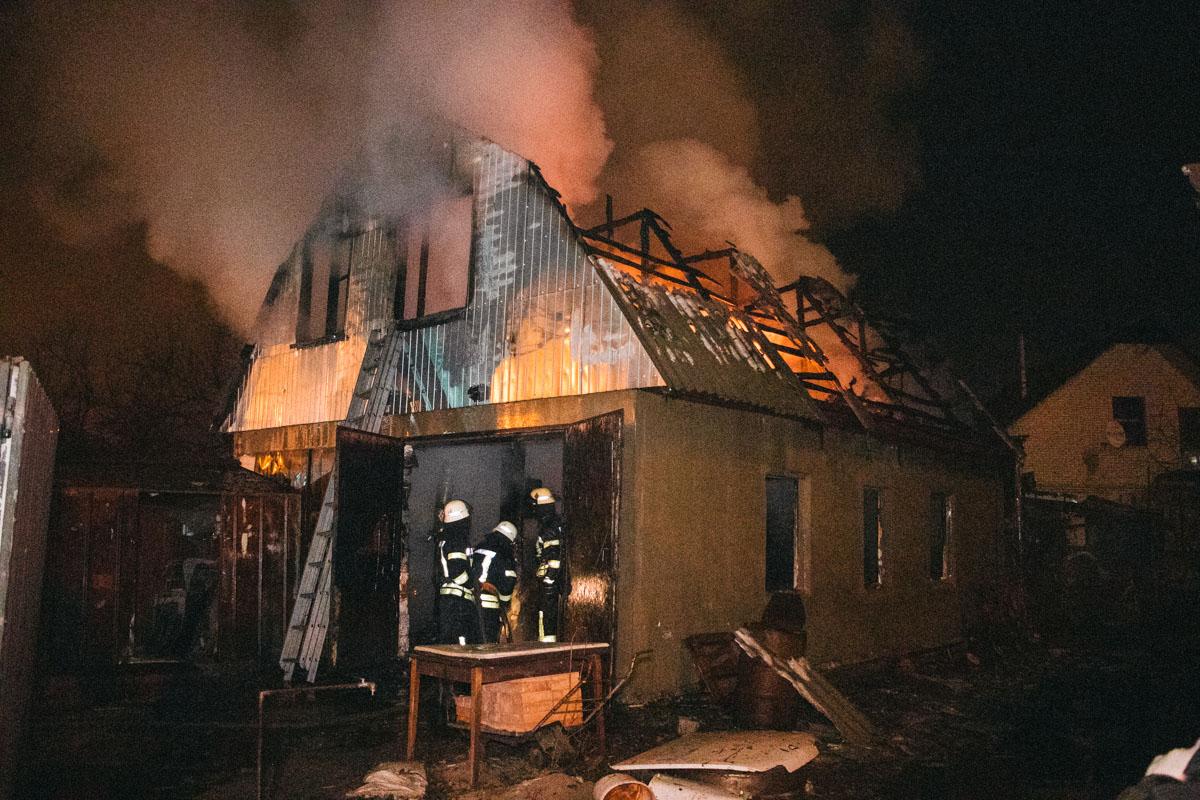 В Днепровском районе вспыхнул дом