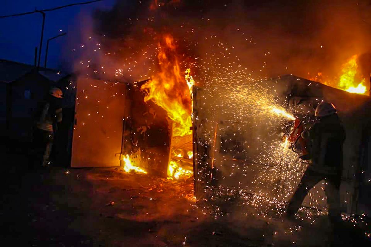 На территории гаражного кооператива горели гаражи