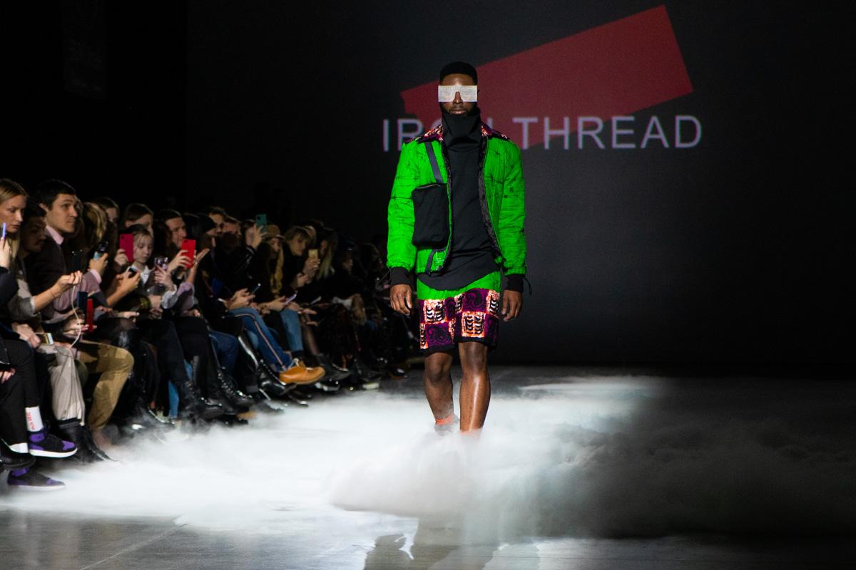 Для дизайнера создание яркой одежды - это подавление скучной обыденности