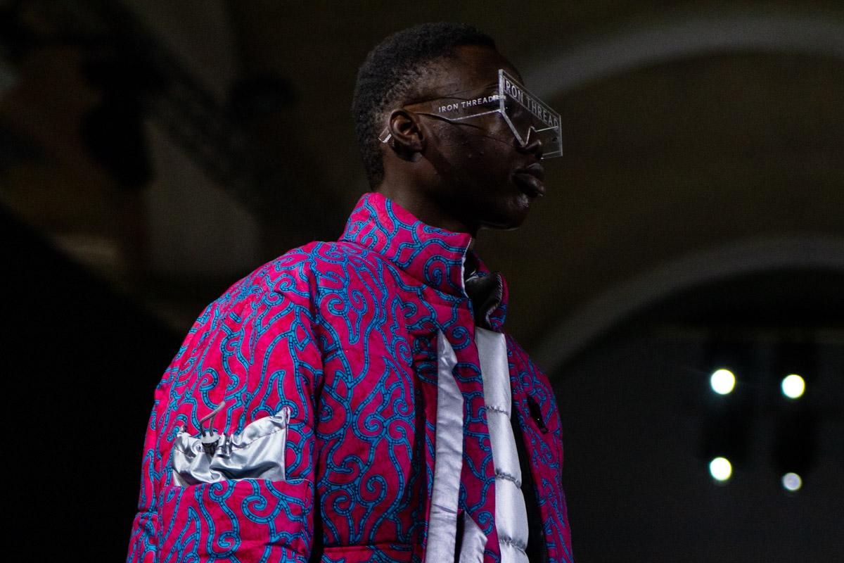 Объемные куртки украшены массивными карманами