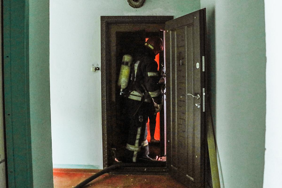 Очаг пожара находится в ванной комнате. Там горела стиральная машина
