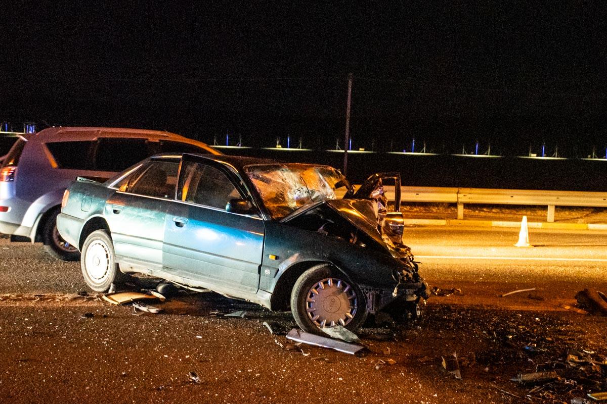 Водителя Audi забрали в больницу, но там он скончался