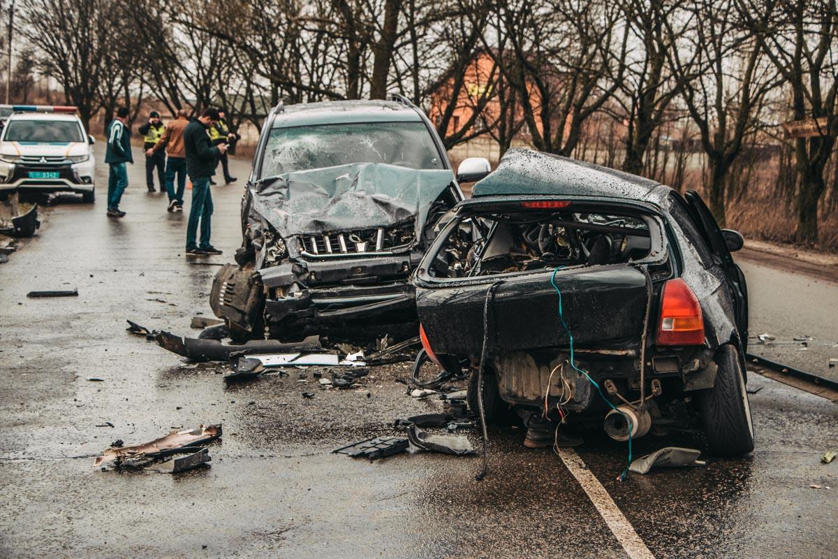 Также на месте аварии были сотрудники ГСЧС, медики и следственно-оперативная группа