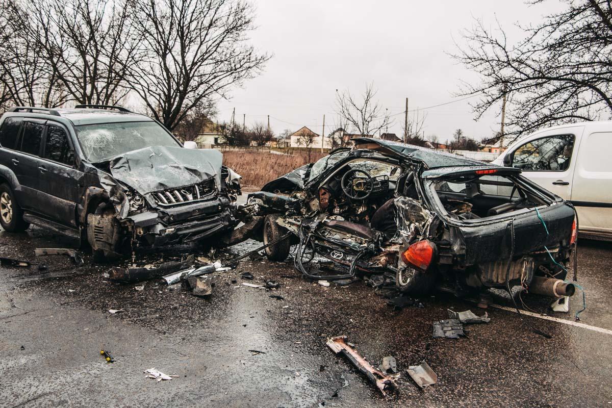 На месте работали два экипажа патрульной полиции, один из которых регулировал движение на участке, где случилась авария