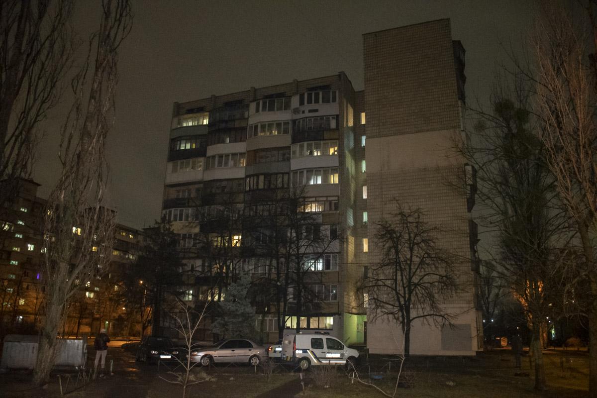 В Киеве по адресу улица Амвросия Бучмы, 6в обнаружили труп мужчины