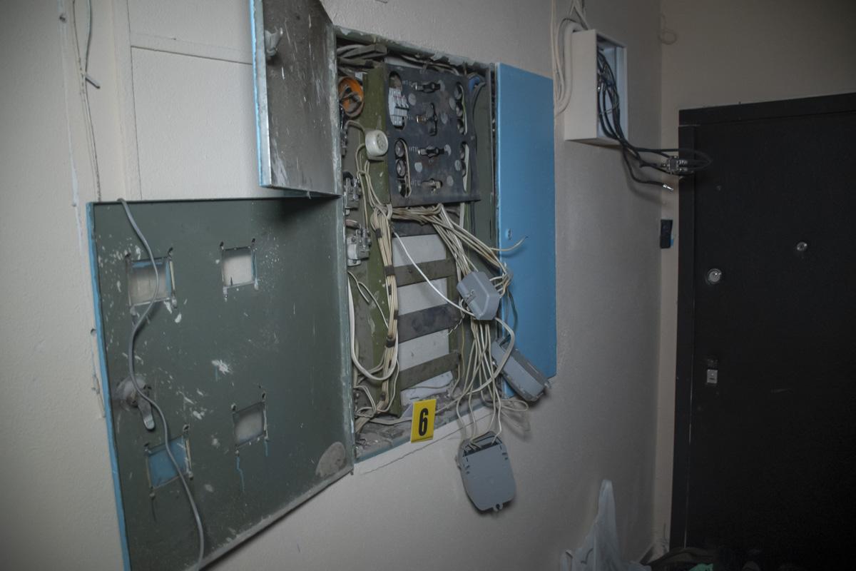 Он лишил несколько этажей света и интернета