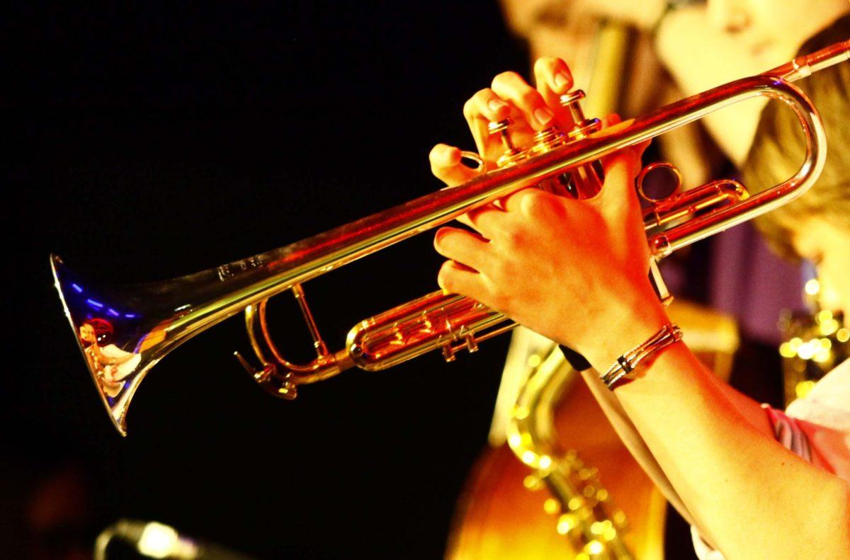 Джаз - это прекрасная музыка для любой погоды, поры года и времени суток