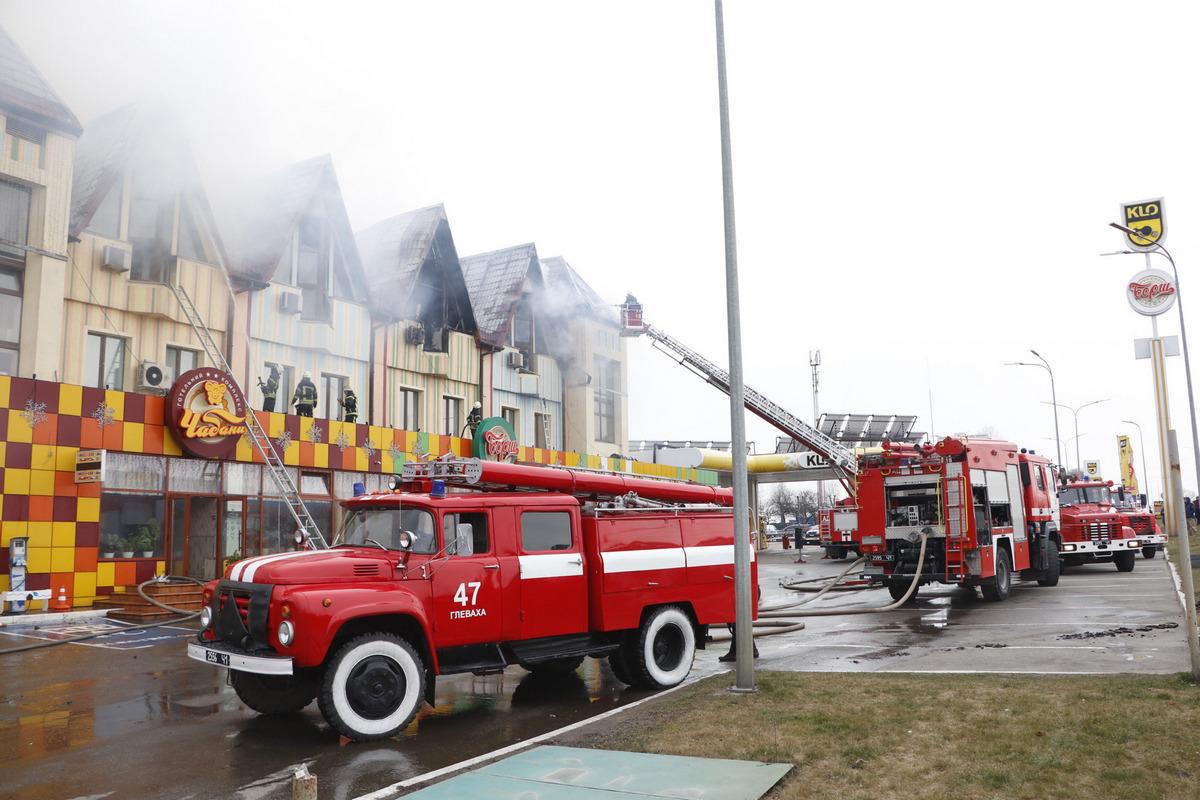 Всех, кто находился внутри отеля, успели эвакуировать еще перед приездом пожарных