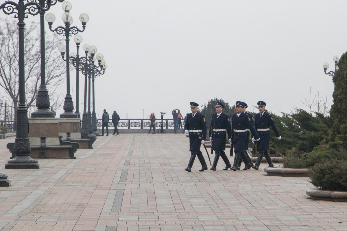 Солдаты Национальной гвардии Украины заступают в выходные дни