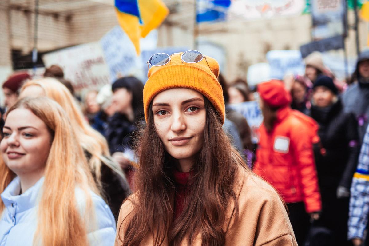 Девушки нашли лучшее место для того, чтобы провести Международный женский день в Киеве