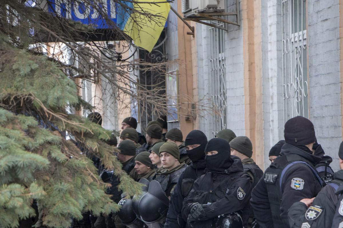 Напомним, что полицейские задержали 15 активистов Нацкорпуса за нападение на Сергея Сивохо