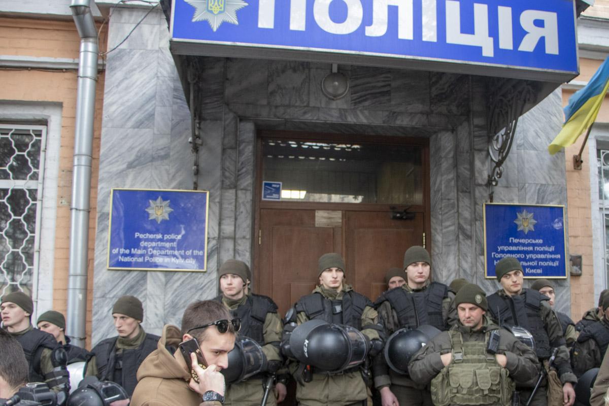Правда, представители Нацкорпуса говорят, что под стражей находятся шесть человек
